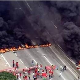 Brezilya: #MTST, Barınma Hakkı için 13 Eyalette Yol Kesme Eylemi Yaptı