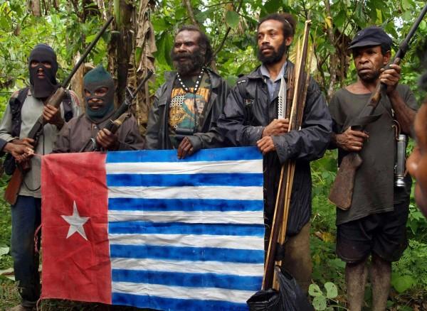 Ayrılıkçı Özgür Papua Örgütü üyelerinin 2009 yılında çekilmiş fotoğrafı (Fotoğraf : Banjir Ambarita/ AFP)