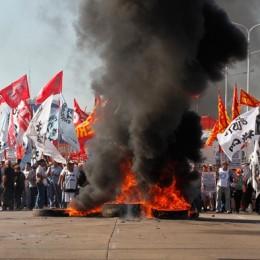 Arjantin'de Genel Grev Hayatı Felç Etti