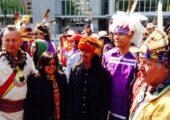 Kuzey Amerika'da Haudenosaunee topraklarından Yerli halklar Chevron'a karşı, 21 Nisan 2015 tarihinde mücadeleleri birleştirmek için Ekvador Yerli halklarıyla görüştü Fotoğraflar: Tom Keefer