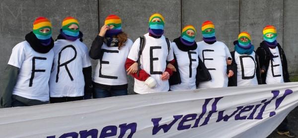 Blockupy üyeleri Fede'ye özgürlük eyleminde Preungesheim, Almanya