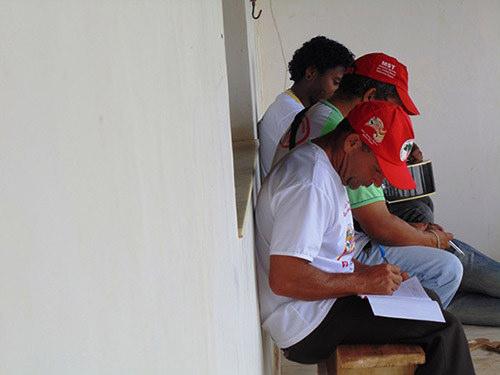 Politik eğitim kursundaki topraksızlar - Bahia'nın güneyi.