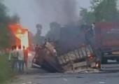 Hindistan: Gaya'da Maoistler Onlarca Aracı Ateşe Verdi