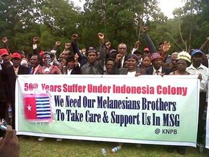 Batı Papua topraklarının Endonezya tarafından beş yıldan fazla süren işgali sırasında 500.000 Yerli insanın öldürüldüğü tahmin ediliyor.