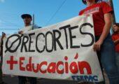 Porto Riko'lu Öğretmenler Okul Kapatmalarına Karşı Grevde