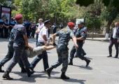 Ermenistan: Polis Baghramyan Barikatını Kaldırdı