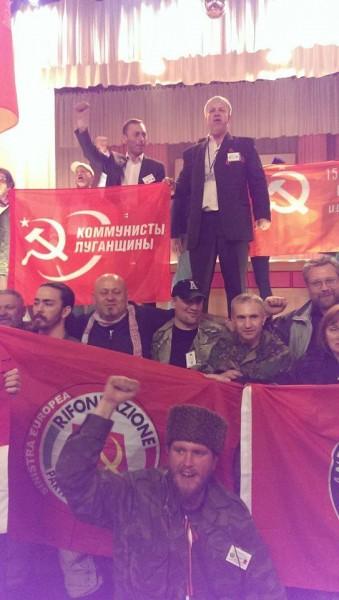 Diğer katılımcılarla Maxim Chalenko (sol üst) Donbass Uluslararası Forumu.