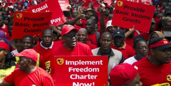 Güney Afrika'nın en büyük sendikası, NUMSAüyeleri, yüksek işsizliğe dikkat çekmek için yürüyecekler. Fotoğraf: Rogan Ward / Reuters