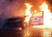 Almanya: Park Halindeki Lüks Araçlar Ateşe Verildi