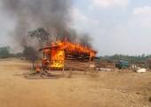 Kamboçya: Köylüler İşgalci Şirketin Kontrol Noktalarını Ateşe Verdiler
