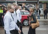 İsveç: Genç Siyahi Kadın Yüzlerce Faşiste Meydan Okudu