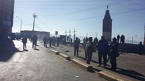 Ekmek fiyatlarının ve ulaşım ücretlerinin artışına karşı El Alto'da yol kesme eylemi, Fotoğraf: Miriam Chavez