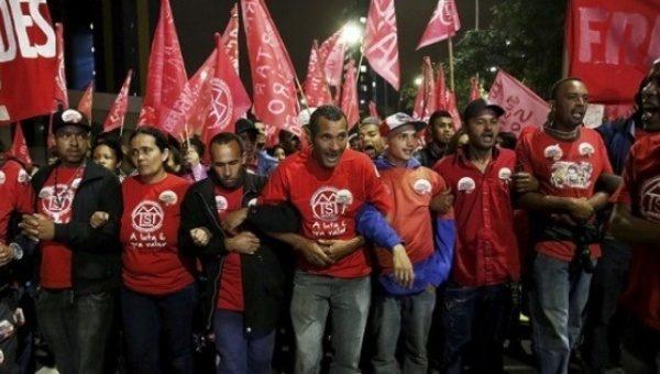 Brezilya Sao Paulo'da, köylü yürüyüşü sırasındaki MST üyeleri. | Fotoğraf: Reuters