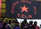 Zapatistalar, 31 Aralık 2013 tarihinde Oventic'deki yerli isyanının 20. yıldönümü kutlamaları sırasında Zapatista bayrağı altında duruyorlar | Fotoğraf: Reuters