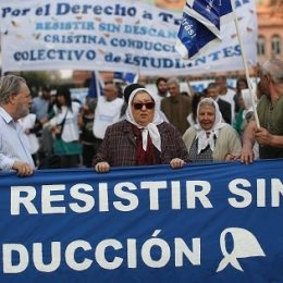 Arjantin: Plaza de Mayo Anneleri Macri Karşıtı Direniş Yürüyüşü Başlattılar