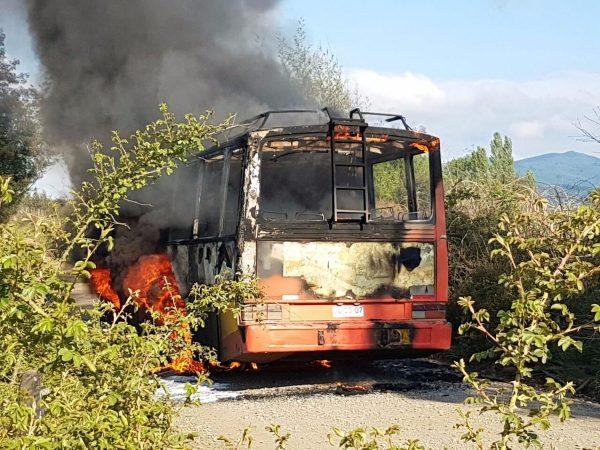 Şili: Mapuçeler Bir Ev ve Otobüsü Yaktı