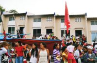 Filipinler: Kent Yoksulları 6 Siteyi İşgal Etti