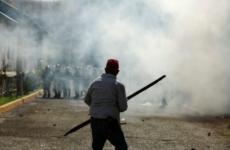 Su protestosu sırasında yaşanan çatışmalardan bir kare
